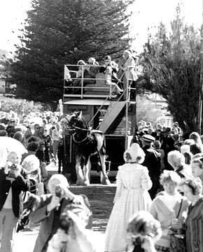 Horse Tram early days - Hope moves off and parts the crowd.